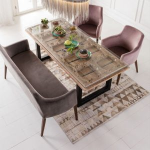 Fluwelen bank en stoelen